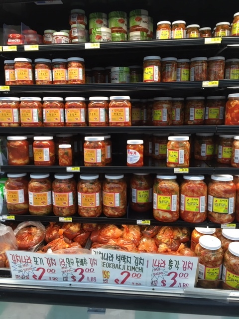 半端じゃないキムチの種類 -韓国スーパーにて_e0350971_11184462.jpg