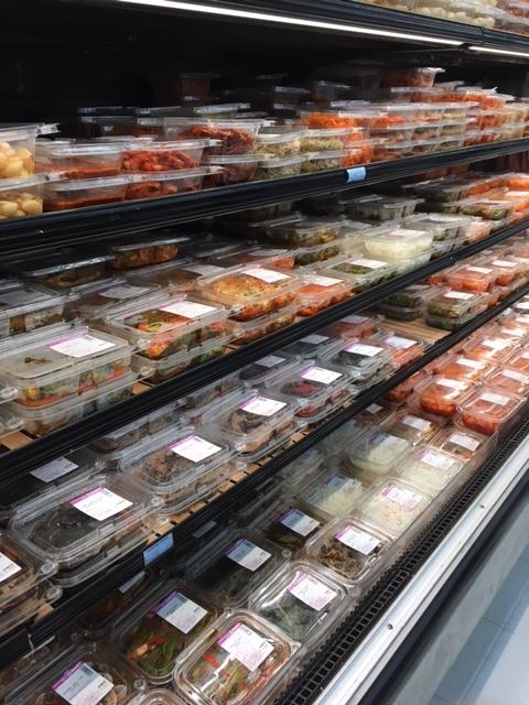 半端じゃないキムチの種類 -韓国スーパーにて_e0350971_11193377.jpg