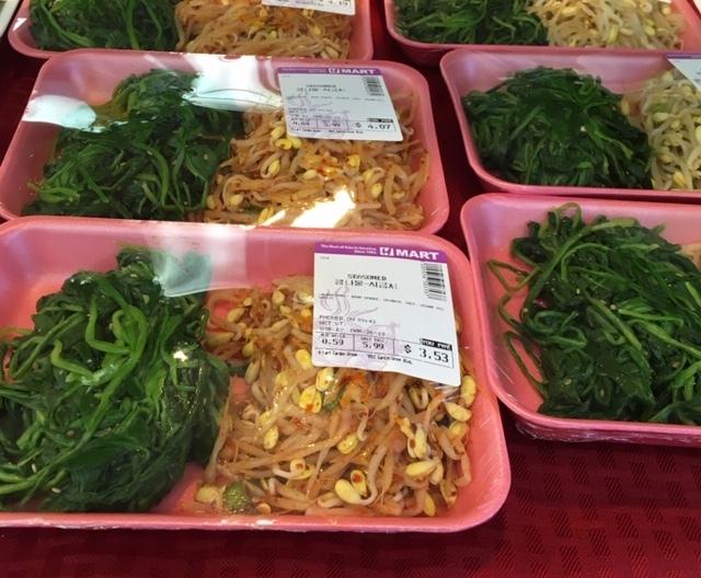 半端じゃないキムチの種類 -韓国スーパーにて_e0350971_11222846.jpg
