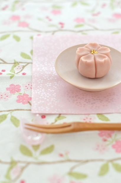 桜開花で、桜練り切り_d0025294_18115450.jpg
