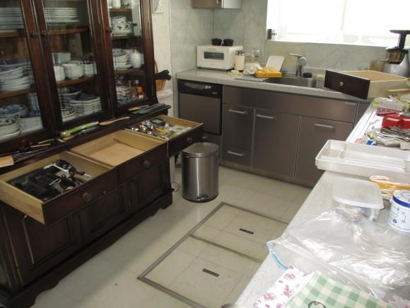 昨日はキッチンの引き出しの断捨離_a0279743_07522022.jpg