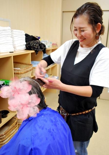 カラー、毛染め、パーマのみのスポット訪問もいたします☆訪問美容は髪んぐへ!_f0277245_15125871.jpg