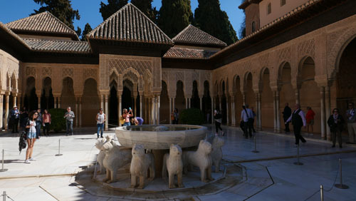 スペインのイスラム建築2ー形式の中の豊かな庭園_a0166284_17210612.jpg