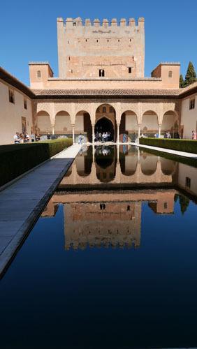 スペインのイスラム建築2ー形式の中の豊かな庭園_a0166284_17262832.jpg