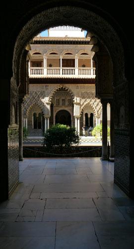スペインのイスラム建築2ー形式の中の豊かな庭園_a0166284_17293868.jpg