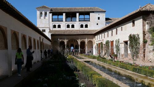 スペインのイスラム建築2ー形式の中の豊かな庭園_a0166284_17312503.jpg