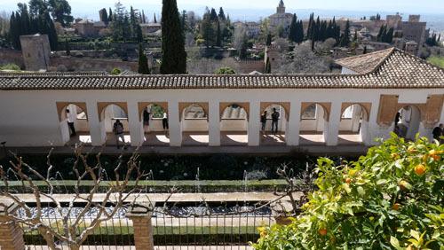 スペインのイスラム建築2ー形式の中の豊かな庭園_a0166284_17341876.jpg