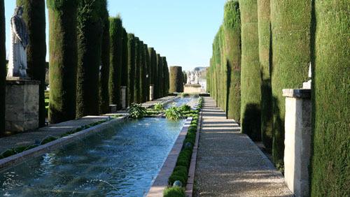 スペインのイスラム建築2ー形式の中の豊かな庭園_a0166284_17371195.jpg