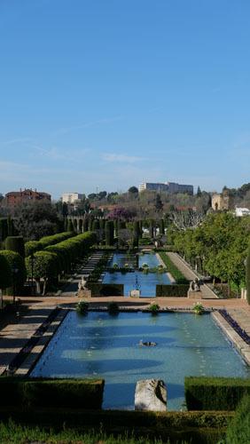 スペインのイスラム建築2ー形式の中の豊かな庭園_a0166284_17382748.jpg