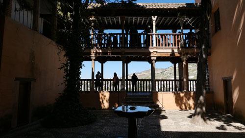 スペインのイスラム建築2ー形式の中の豊かな庭園_a0166284_17424170.jpg