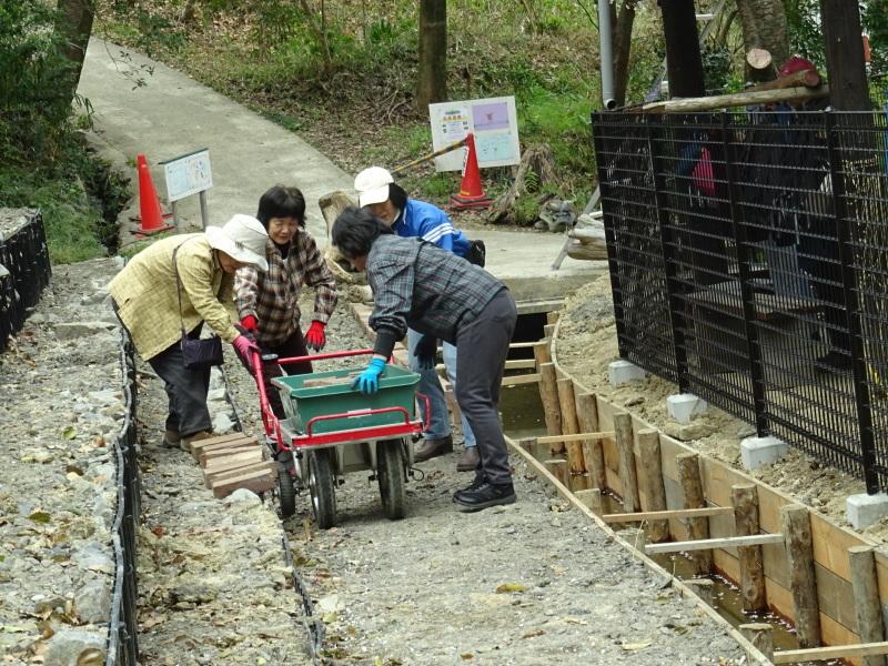 復旧した小川周辺の整備・・・うみべの森_c0108460_16264892.jpg