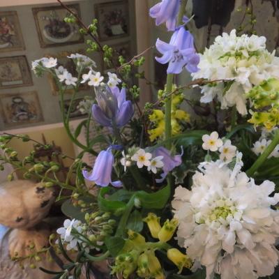 オークリーフ(小さな春の草花のアレンジメント)_f0049672_13013531.jpg