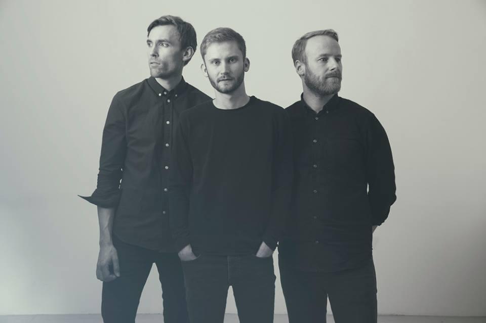 Erlend Apneseth Trio の新譜_e0081206_8484184.jpg