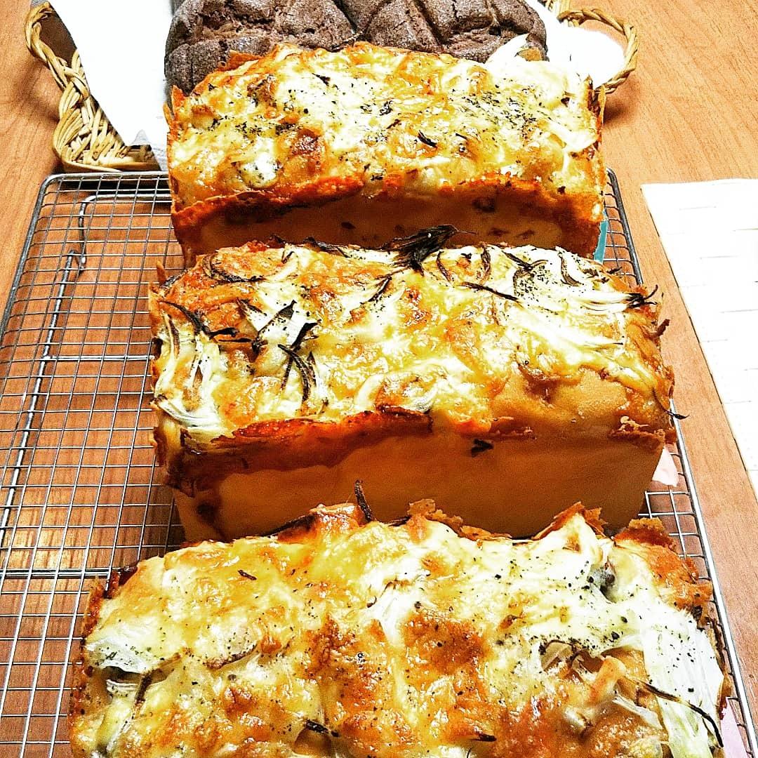 オニオンベーコンチーズとチョコチップメロンパン_d0138307_10202636.jpg