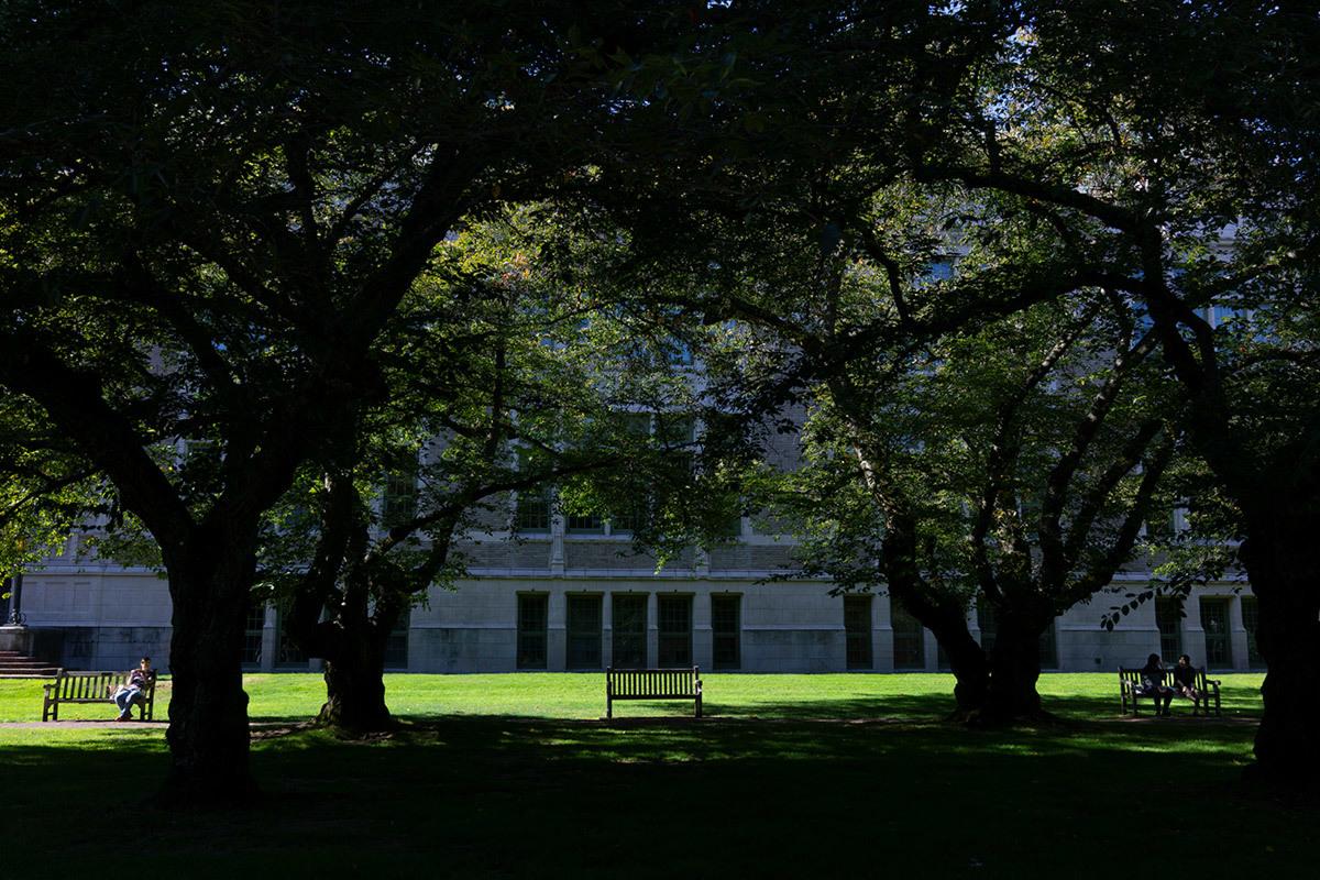シアトル紀行 ワシントン大学の素晴らしい図書館で #FUJIXPro2_c0065410_00382171.jpg