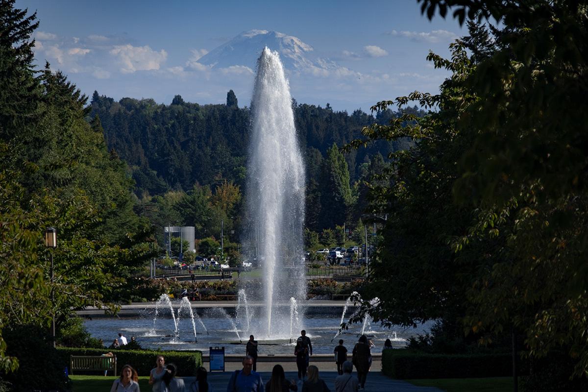 シアトル紀行 ワシントン大学の素晴らしい図書館で #FUJIXPro2_c0065410_01310198.jpg