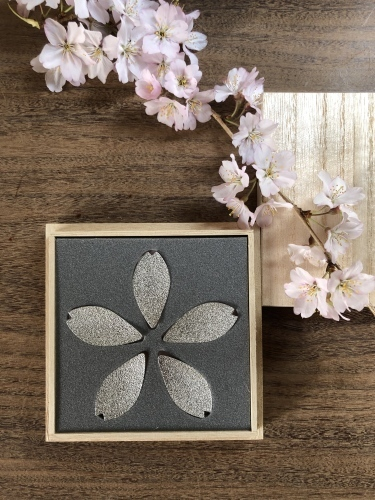 桜の箸置き&椿も咲いてまーす_a0197730_12463191.jpg