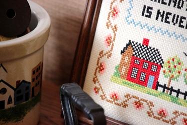 カントリーハウスのクロックと刺繍フレーム_f0161543_1712258.jpg