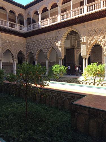スペインのイスラム建築2ー形式の中の豊かな庭園_a0166284_16124653.jpg