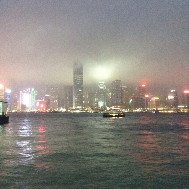 香港島からスターフェリーで九龍へ渡る。_a0334793_21373312.jpg