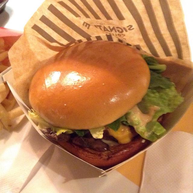 世界一美味いという香港のマクドナルドのチージーシャンピニオンアンガスバーガー。_a0334793_22251213.jpg