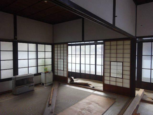加賀野 古家改修工事 進行中。_f0105112_04565124.jpg