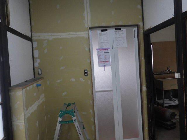 加賀野 古家改修工事 進行中。_f0105112_05033517.jpg