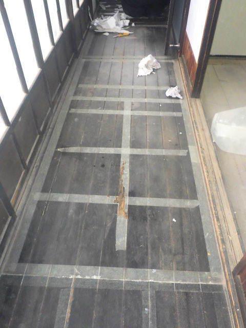 加賀野 古家改修工事 進行中。_f0105112_05080575.jpg