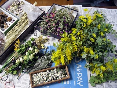 自家製花材で春のリース作り_f0129726_18333842.jpg