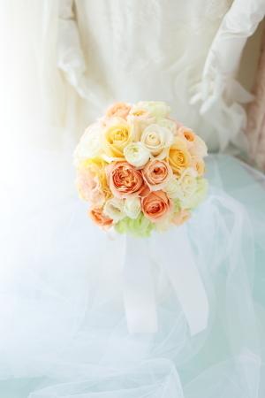 ラウンドブーケ 如水会館の花嫁様へ 最高の1日に アプリコットオレンジの、透明感のあるバラで_a0042928_11153140.jpg