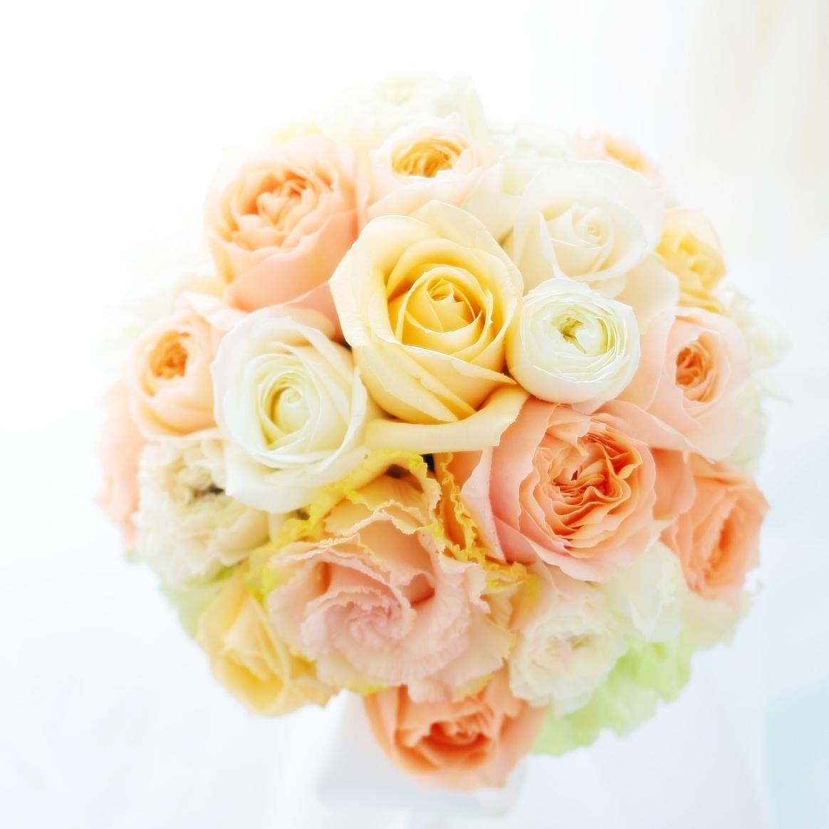ラウンドブーケ 如水会館の花嫁様へ 最高の1日に アプリコットオレンジの、透明感のあるバラで_a0042928_11244143.jpg