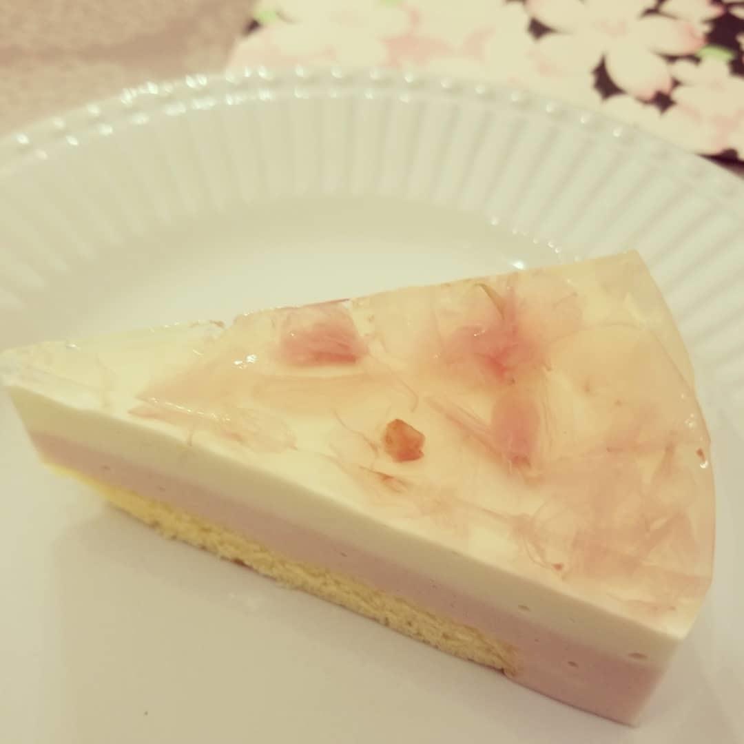 Cafe Patra/カフェ パトラ * 3月のいちごパフェ & 桜のケーキ♪_f0236260_00413680.jpg