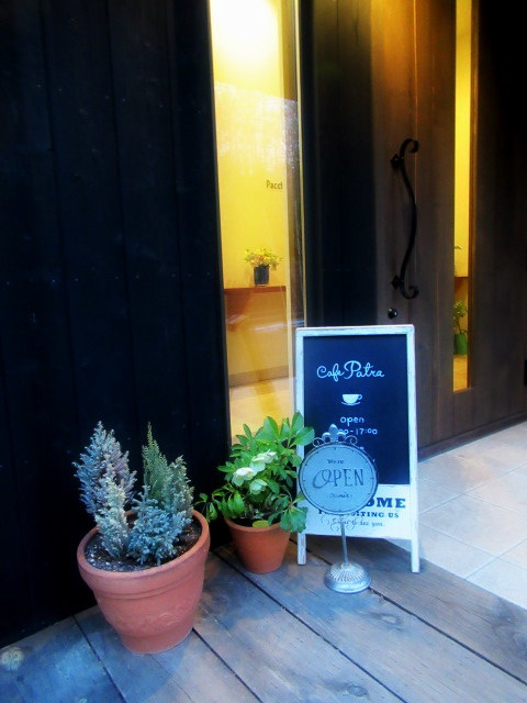 Cafe Patra/カフェ パトラ * 3月のいちごパフェ & 桜のケーキ♪_f0236260_00551067.jpg