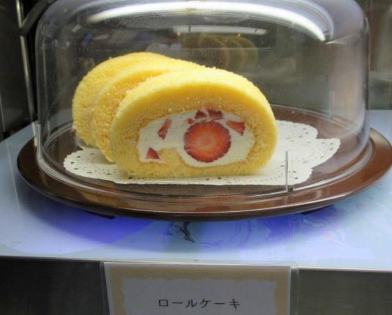 Cafe Patra/カフェ パトラ * 3月のいちごパフェ & 桜のケーキ♪_f0236260_00580185.jpg