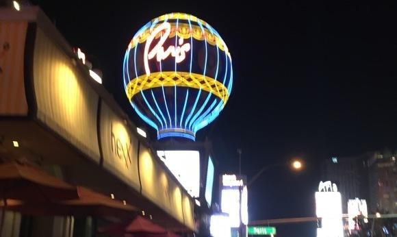 ラスベガスへの旅-ストリップを歩く_e0350971_23510907.jpeg