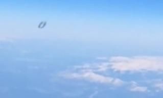 驚愕!UFOがiPhoneを宇宙に飛ばした映像に! #702_b0225081_1855698.jpg