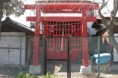 愛染稲荷神社(南大泉3)_a0121671_16114489.jpg