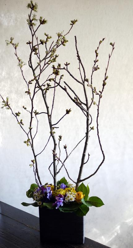 保育園の卒園式に飾るアレンジメント。栄通3にお届け。2019/03/30。_b0171193_18165477.jpg