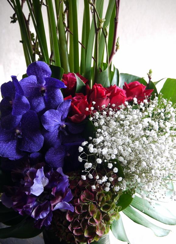 バイオリン発表会にアレンジメント。「紫を入れてエレガント。高さ出して」。ザ・ルーテルホールにお届け。2019/03/30。_b0171193_18211335.jpg