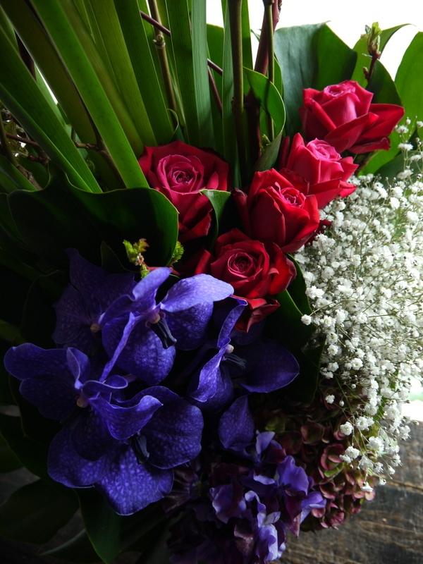 バイオリン発表会にアレンジメント。「紫を入れてエレガント。高さ出して」。ザ・ルーテルホールにお届け。2019/03/30。_b0171193_18211676.jpg