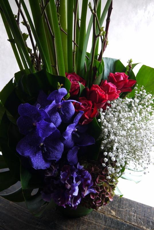 バイオリン発表会にアレンジメント。「紫を入れてエレガント。高さ出して」。ザ・ルーテルホールにお届け。2019/03/30。_b0171193_18211969.jpg
