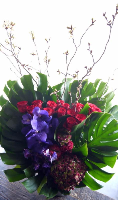 Alexandrosさんのライブに楽屋花のアレンジメント。「赤~紫系」。2019/03/30。_b0171193_18271999.jpg
