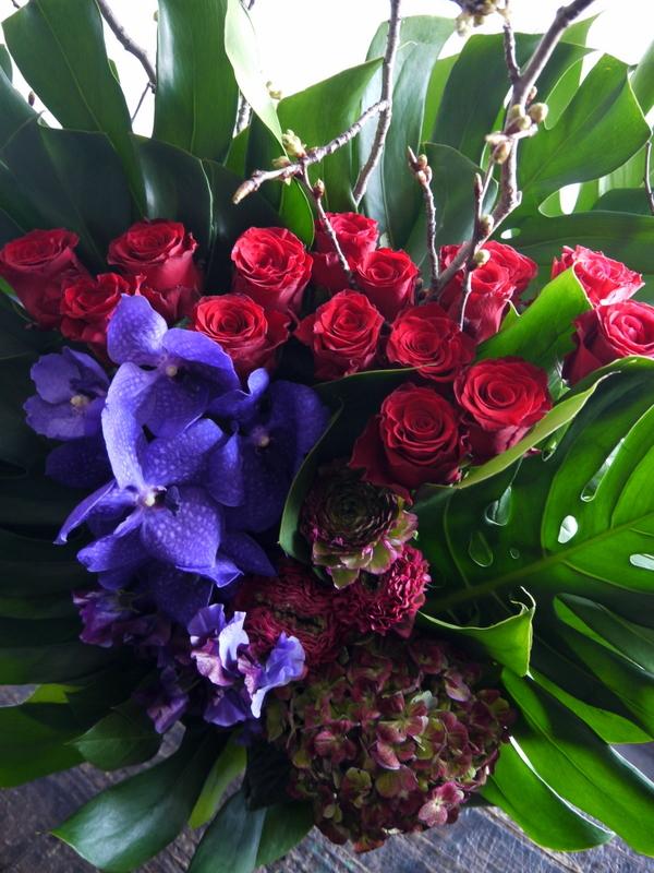Alexandrosさんのライブに楽屋花のアレンジメント。「赤~紫系」。2019/03/30。_b0171193_18272369.jpg
