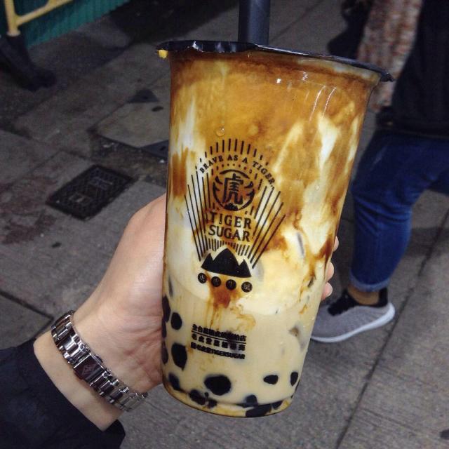 香港で台湾発の黒糖タピオカミルク 「老虎堂黒糖専売タイガーシュガー」めちゃくちゃ美味しい。_a0334793_01255717.jpg