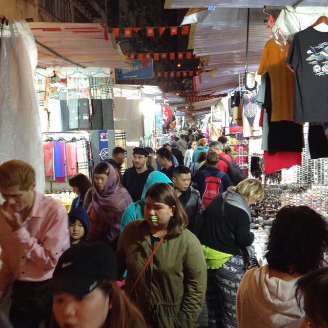 香港テンプルストリートナイトマーケットでいやげ物を物色。_a0334793_02005466.jpg