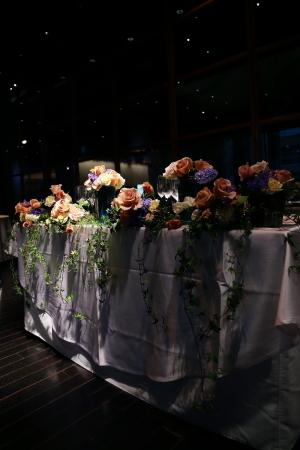 春の装花 XEX 日本橋様へ 青と紅茶の卓上装花と大きなサプライズ花束と_a0042928_20251073.jpg