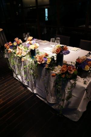 春の装花 XEX 日本橋様へ 青と紅茶の卓上装花と大きなサプライズ花束と_a0042928_20251900.jpg
