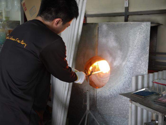 沖縄本島北へゆく旅8 琉球ガラス作りを体験する_e0359436_16171003.jpg