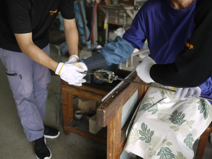 沖縄本島北へゆく旅8 琉球ガラス作りを体験する_e0359436_16171673.jpg