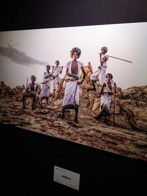 少数民族の文化を撮るヨシダナギ_a0131787_16403793.jpg